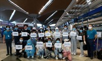Đón 270 người Việt ở Malaysia về nước