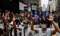 Người biểu tình Hong Kong xuống đường ngày 24/5 để phản đối luật an ninh quốc gia mới. (Ảnh: Reuters)