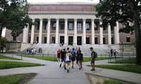 Trong khuôn viên ĐH Harvard, Mỹ. (Ảnh: AP)