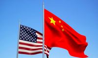 Quốc kỳ Mỹ và Trung Quốc. (Ảnh: Shutterstock)