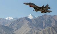 Một máy bay chiến đấu của của Ấn Độ bay ở vùng Ladakh ngày 15/9. (Ảnh: Reuters)