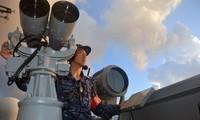 Một thành viên của Lực lượng phòng thủ trên biển Nhật Bản