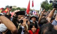 Người biểu tình trên đường phố Bangkok ngày 14/10. (Ảnh: Reuters)