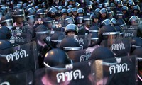 Lực lượng cảnh sát Thái Lan xuống đường đối phó với người biểu tình ngày 15/10. (Ảnh: Reuters)
