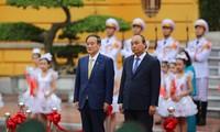 Thủ tướng Nguyễn Xuân Phúc chủ trì lễ đón thủ tướng Nhật Bản Suga Yoshihide. (Ảnh: Như Ý)