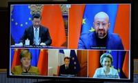 Các lãnh đạo EU và Trung Quốc trong cuộc họp trực tuyến ngày 30/12 để kết thúc đàm phán thoả thuận đầu tư. (Ảnh: Reuters)