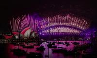 Màn bắn pháo hoa hoành tráng tại nhà hát opera Sydney không có đông người xem trực tiếp như mọi năm. (Ảnh: Reuters)