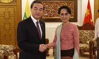 Ngoại trưởng Trung Quốc Vương Nghị và Cố vấn Nhà nước Myanmar Aung San Suu Kyi