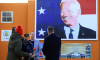 Ông Joe Blewitt, em họ của ông Joe Biden, trả lời báo chí ở Ireland ngày 20/1. (Ảnh: AP)