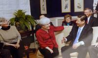 Ông Tập Cận Bình trở lại thăm những người bạn cũ ở Iowa năm 2012. (Ảnh: CNA)