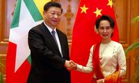 Cố vấn nhà nước Myanmar Aung San Suu Kyi tiếp đón Chủ tịch Trung Quốc Tập Cận Bình trong chuyến thăm đầu năm 2020. (Ảnh: Shutterstock)