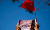 Người Myanmar tiếp tục đấu tranh để đòi trả lại quyền lực của đảng của nhà lãnh đạo Aung San Suu Kyi . (Ảnh: Reuters)