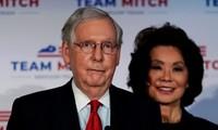 Ông Mitch McConnell và bà Elaine Chao. (Ảnh: Reuters)