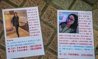 Thông tin của hai cô gái ở Thượng Hải được dán ở một công ty môi giới tình yêu. (Ảnh: EPA-EFE)