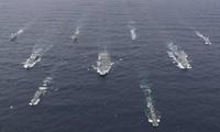 Tàu sân bay HMS Queen Elizabeth cũng các tàu hộ tống