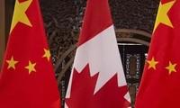 Quốc kỳ Trung Quốc và Canada. (Ảnh: Reuters)