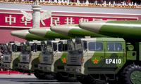Các xe chở tên lửa DF-26 trên quảng trường Thiên An Môn nhân lễ kỷ niệm 70 năm chấm dứt Thế chiến 2 vào tháng 9/2015. (Ảnh: Reuters)