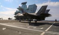 Phi đội máy bay của Thuỷ quân lục chiến Mỹ trên boong tàu sân bay Anh HMS Queen Elizabeth ngày 27/7. (Ảnh: UK Navy)