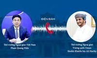 Thứ trưởng Phạm Quang Hiệu và người đồng cấp Oman Sheikh Khalifa bin Ali Al Harthy. (Ảnh: Mofa)