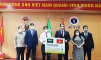 Lễ trao tặng tượng trưng số vật tư y tế trị giá 500.000 USD Ả-rập Xê-út hỗ trợ Việt Nam. (Ảnh: Mofa)