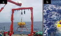 Hình ảnh robot được thả xuống Biển Đông
