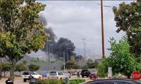 Khói bốc lên từ hiện trường vụ tai nạn. (Ảnh: Reuters)