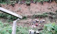 Chiếc ô tô lao xuống vực ở Lào Cai.