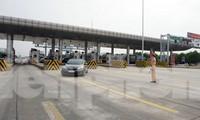 Tổ công tác làm nhiệm vụ trên tuyến cao tốc.