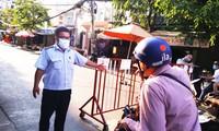 TPHCM kiểm soát từng người vào chợ dân sinh