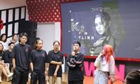 Rapper Tlinh chia sẻ con đường chinh phục ước mơ cùng các bạn sinh viên