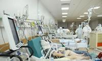 Nhiều bệnh nhân nặng đến nay người thân vẫn chưa liên lạc được xem họ đang điều trị ở đâu do lỗi thông tin tiếp nhận