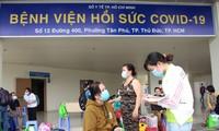 17 bệnh nhân COVID-19 từ 'cõi chết' được xuất viện
