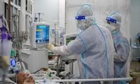 Mỗi tua làm việc của bác sĩ, điều dưỡng tuyến đầu từ 8 đến 10 giờ