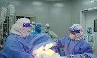 Mẹ con thai phụ nguy kịch vì COVID-19 được 2 bệnh viện phối hợp cứu sống