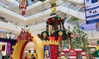 Bạn trẻ Sài Gòn rộn ràng đón Giáng sinh