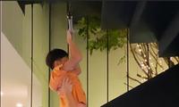 Khoảnh khắc Kim Lý chơi vui với con trai Hồ Ngọc Hà gây chú ý