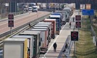 Ùn tắc giao thông diễn ra dọc đường biên giới các nước Châu Âu