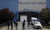 Sân trượt băng trở thành nhà xác chứa nạn nhân Covid-19