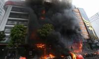 Đang cháy lớn tại karaoke 68 Trần Thái Tông, Cầu Giấy.