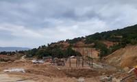 """40 nền móng biệt thự khu nghĩ dưỡng biển Tiên Sa """"cày xới"""" bán đảo Sơn Trà khi chưa có giấy phép xây dựng."""