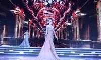 Top 15 HHVN khoe thân hình quyến rũ trong trang phục dạ hội