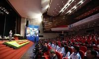 Phó Thủ tướng Vũ Đức Đam đối thoại với sinh viên tại Đại hội Hội sinh viên Việt Nam khoá X. Ảnh: Như Ý.