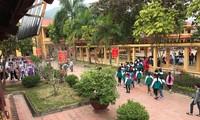 Trường có quần thể, khuôn viên khang trang.