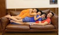 MC Hoàng Linh, Đan Lê tung ảnh gia đình nằm chồng lên nhau gây 'bão' mạng