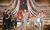 Ca sĩ Lệ Quyên tươi trẻ quyến rũ trên sân khấu Hoa hậu Việt Nam 2020