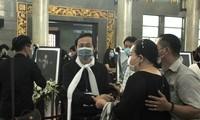 Nghệ sĩ Hoài Linh tại tang lễ Chí Tài