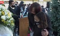 Việt Hương bật khóc khi thấy hình ảnh con gái đứng trước linh cữu nghệ sĩ Chí Tài ở Mỹ