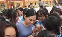 Người đẹp Nhân ái Huỳnh Nguyễn Mai Phương ấn tượng về chuyến thiện nguyện ở quê Hoa hậu Đỗ Thị Hà