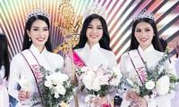 Khoảnh khắc đăng quang của Top 3 Hoa hậu Việt Nam 2020.