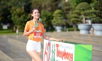 Hoa hậu Trần Tiểu Vy đẹp gây mê trên đường chạy Tiền phong Marathon